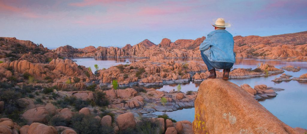 USA, Arizona, Prescott, Watson Lake reservoir at sunset, MR